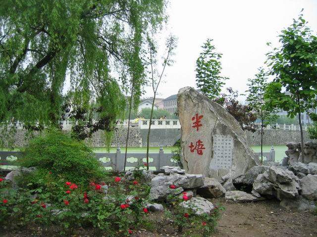 是扬州大学师范学院的校园,风景不错吧?