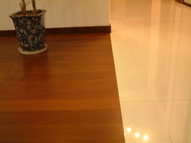 地板与地砖的接缝