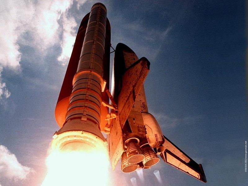 美国航天飞机发现号升空及太空照片,难得!