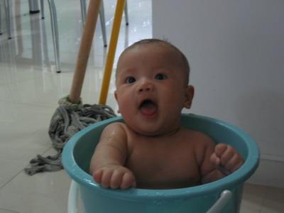 我宝宝一岁了,发一些成长历程中可爱的照片