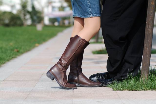 白色长筒靴美女