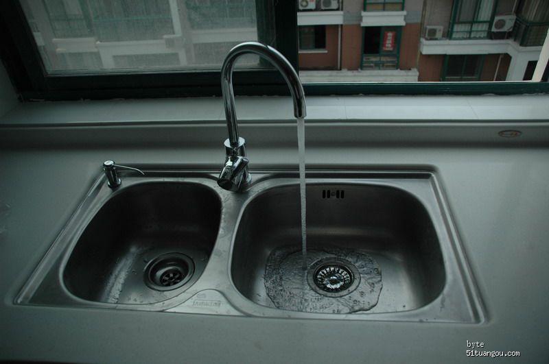 水电安装基本结束,看水龙头放水效果图