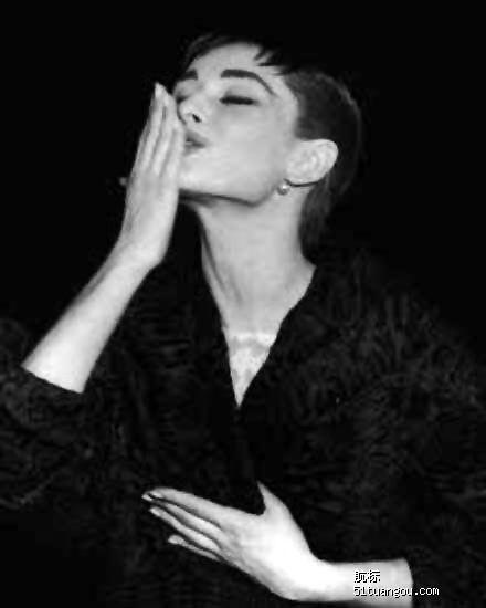 黑白,魅力的 奥黛利.赫本