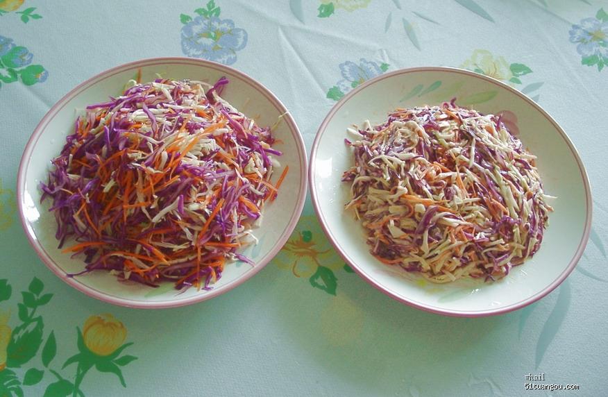 原料:紫甘蓝,卷心菜,胡萝卜  配料:丘必千岛酱,德国沙拉粉
