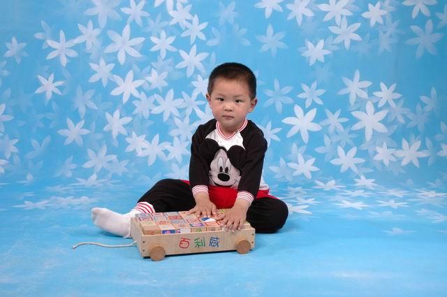 明宇宝宝出生和长成长过程 记录了整个剖腹生产的全过程