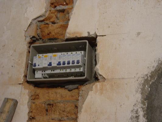 这个就是配电箱,原来没有面板之前是这个样子的