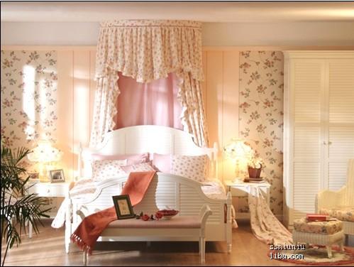 主卧室应该是白色的欧式风格