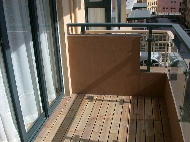 铺设阳台的室外地板