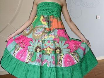 挥泪转 时下最流行的两穿波西米亚大花裙