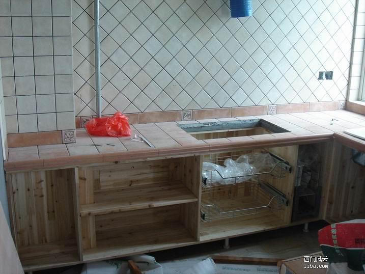 木工敲柜子图片