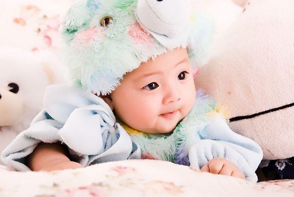大眼睛的漂亮宝宝 百天照新鲜出炉啦