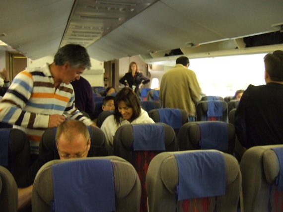 发一张飞机内的照片