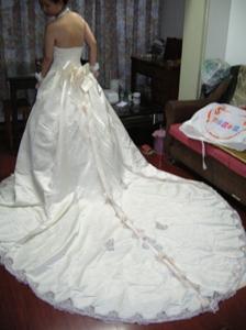 婚好绝设的大拖尾婚纱 长头纱,红色鞋子配旗袍转让