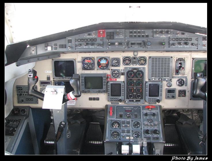 飞机驾驶室内部