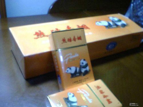 厂的中华牌软壳香烟及熊猫牌香烟高清图片