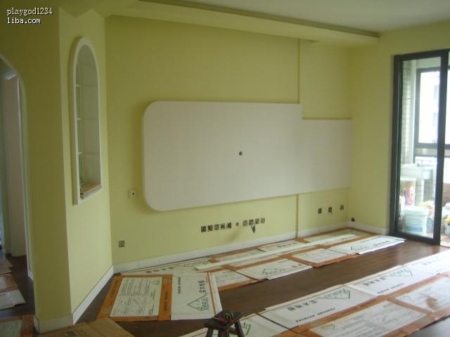 请问细木工板的背景墙能直接
