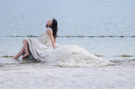 唯美背影海边 壁纸
