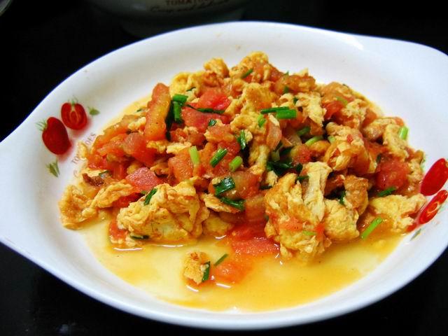 天的晚餐 毛豆木耳烧肉 凉拌豆筋 西红柿炒鸡蛋