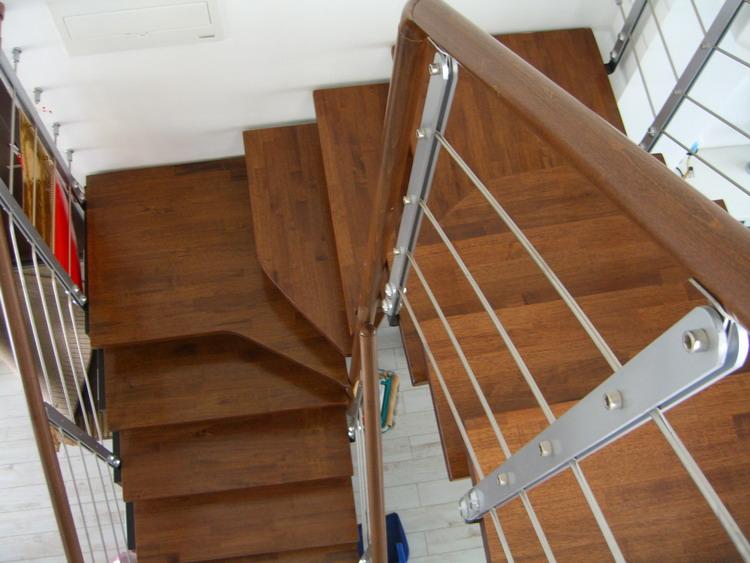 了一张楼梯俯视图