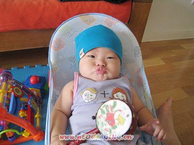 可爱噘嘴小宝宝照片