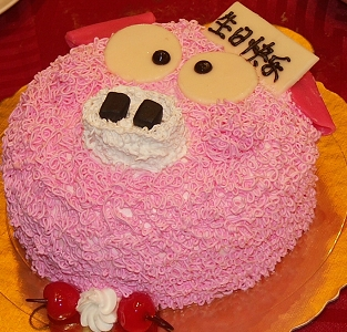 给小哥哥买的猪脸生日蛋糕