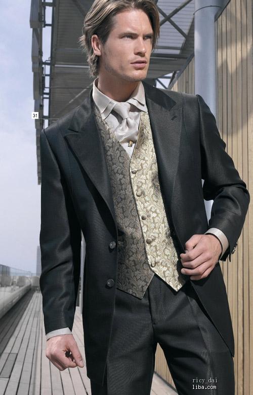 适合婚礼上穿的西装 衬衫 领带 领花