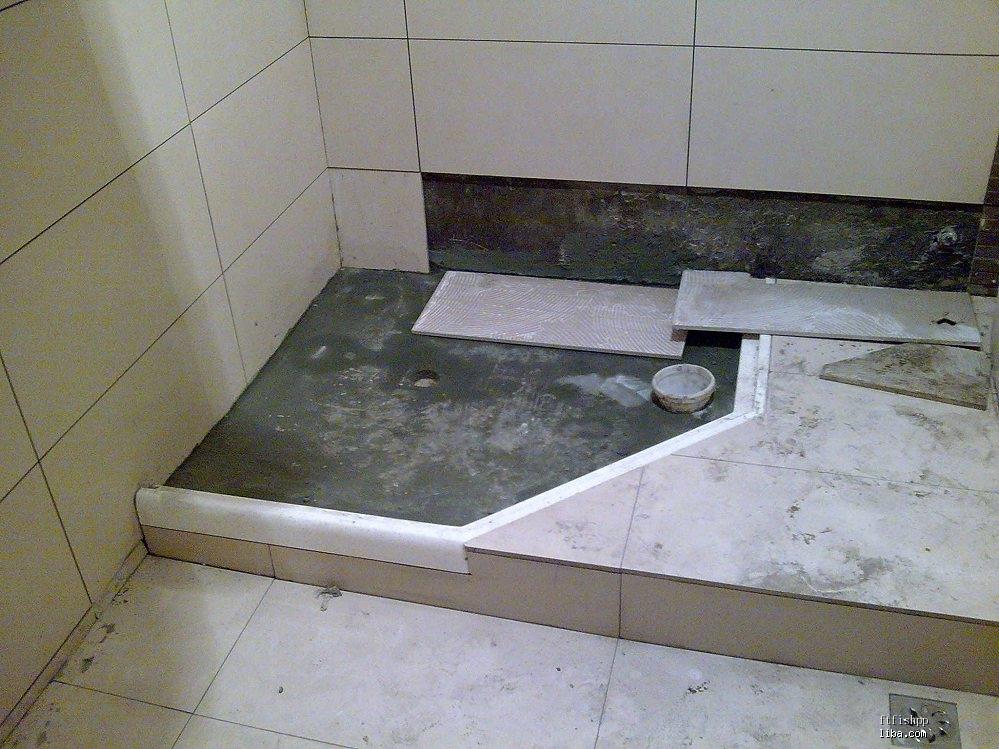 卫生间由于要移马桶坑位