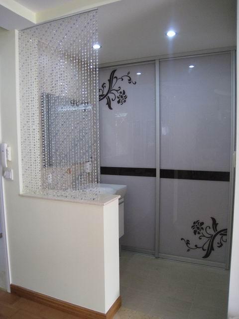 半开放式的洗手间图片