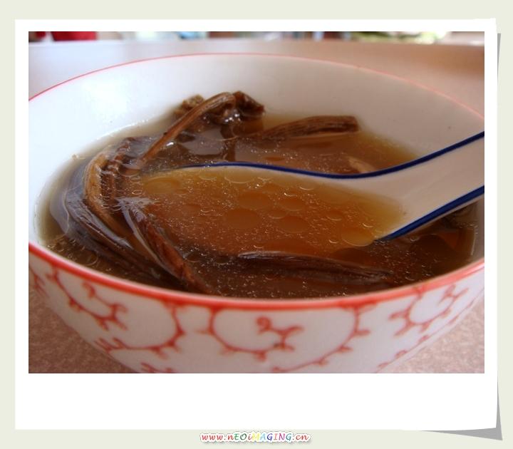 偶喝了一碗茶树菇炖筒子骨汤