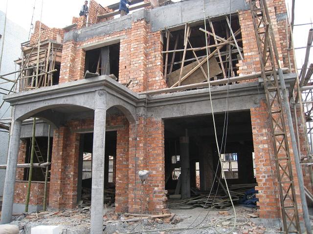 农民建造农家小别野,2009年开春起,全记录.10月18号开始房屋内