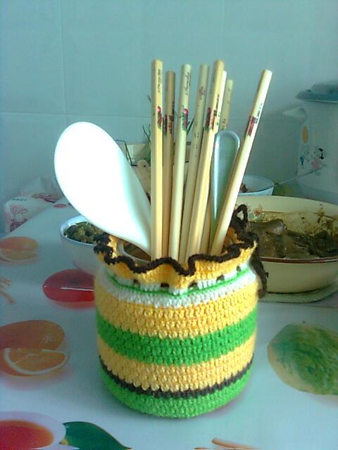 餐桌上的diy,筷子筒,里面依然是普通的罐头