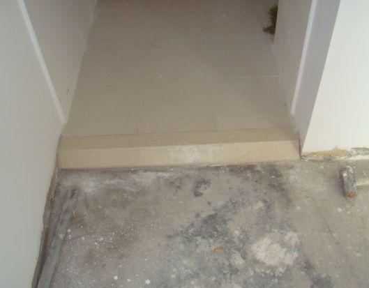 求助:厨房卫生间地砖比客厅卧室复合地板高了3