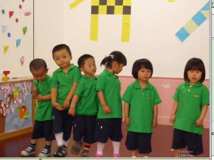 幼儿园小班应该教什么答:学会自己吃饭,解手,穿衣,睡午觉,适应群体