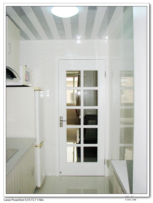 欧式方格子玻璃门,  白天关门不开灯