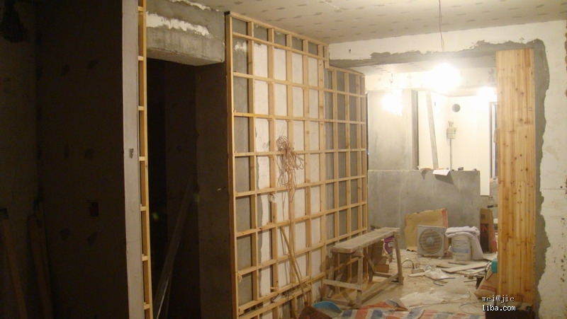 我家的电视背景墙木龙骨架子