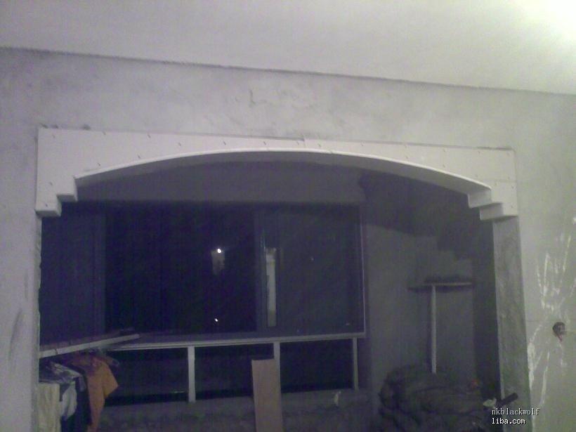 这是厅和南阳台之间的拱形造型门洞