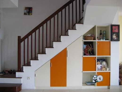 楼梯下面的柜子,储物空间很大