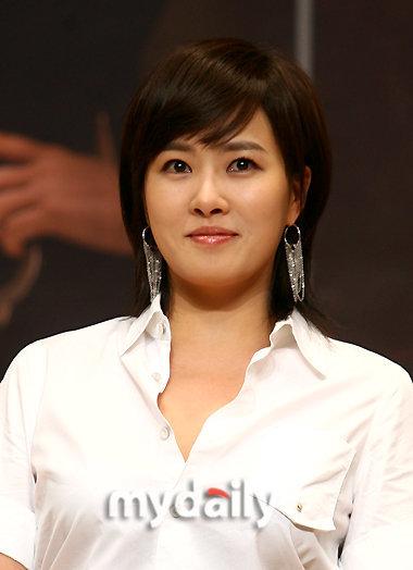 30岁圆脸适合哪种发型 30岁女人圆脸适合发型 圆脸适合哪-35岁女人图片