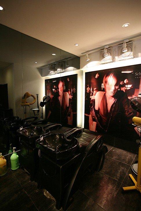 笆客人免费享受洗头服务 京世建国店美容美发,期待您的光临 美容美