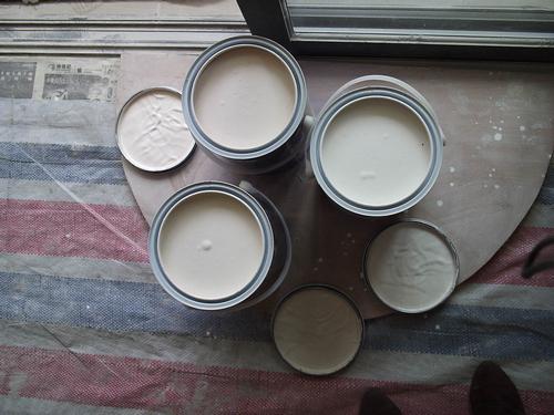 来看看我们的三桶油漆