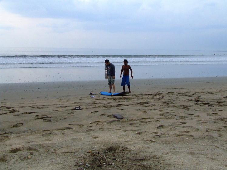 巴厘岛库塔海滩冲浪 旅游天地