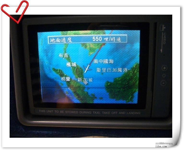 从香港飞往新加坡要近四个小时,一个人坐飞机还是蛮无聊的