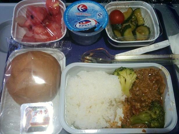 只看楼主 收藏 回复  东航的飞机餐,我点了牛肉饭,味道还是不错的.
