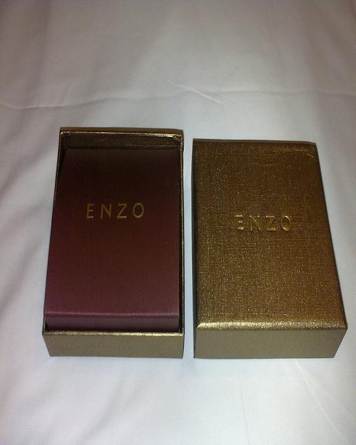 来晒下我们的黄金对戒 by enzo高清图片