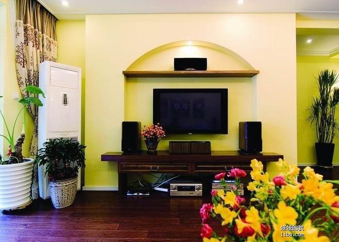 电视背景墙的设计比较简单