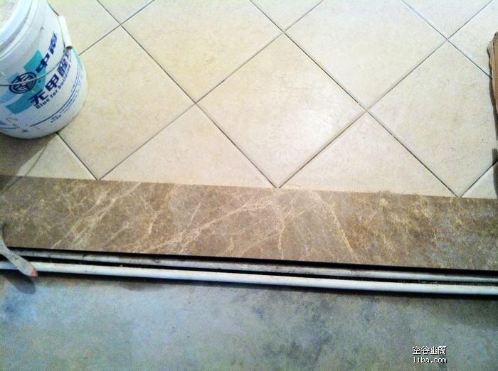 厨房间门口的 浅咖啡纹大理石门栏