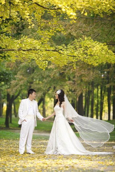 迷人的婚纱照~西西太阳的婚纱大片~地点: 森林公园