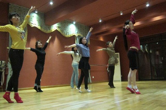 练习瑜伽好处与芭蕾各有形体?交通设施教案v瑜伽图片
