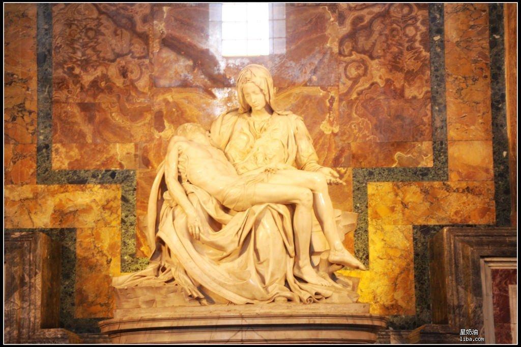 米开朗基罗的《圣母怜子雕像》