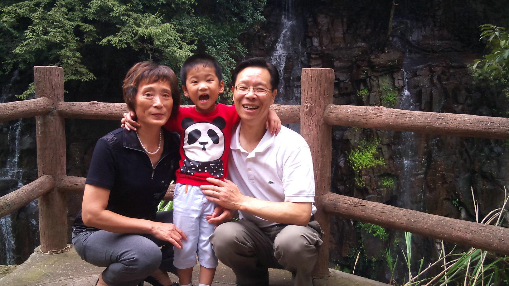 bethqiqi 野蛮笨妻社之qiqi      注册日期:2006-07-12 来自:上海